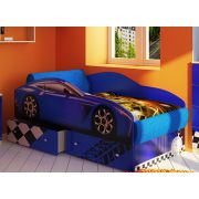Кровать-машина Тесла на подиуме. Мягкие накладки.